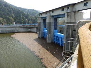 矢木沢ダムの水門